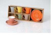 Taza de café de cerámica y platillo