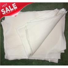 Reciclaje de trapos de algodón de tela blanca cortada