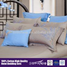 Alta calidad de alta densidad de satén coton cinco inicio Hotel ropa de cama bordado patrón de flores conjunto de cama