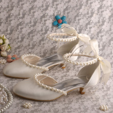 Off white Bridal Kitten Heels met Pearl Strap