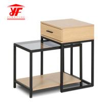 Mesa de centro de acrílico con mesas laterales con taburetes
