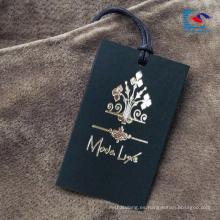 Etiqueta de encargo de lujo de la ropa del papel de la ropa del diseño con el logotipo caliente del estampado del oro de la secuencia