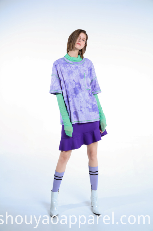 LOOSE-FITTING TIE-DYE T-SHIRT