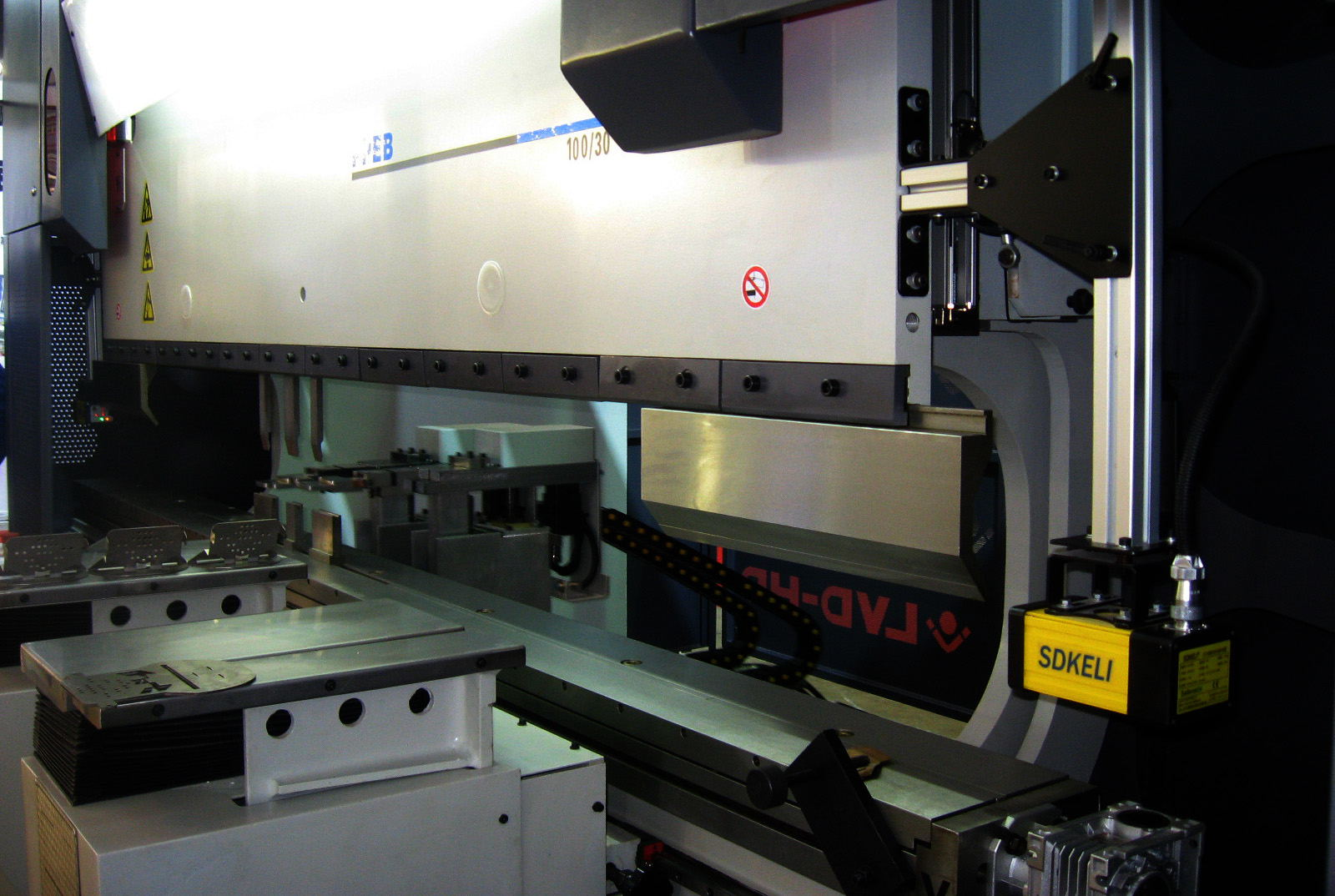 SDKELI BLPS laser safety protection device for press brake type 4 with CE certificate application2
