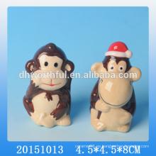 Mono lindo formó el ornamento animal de cerámica