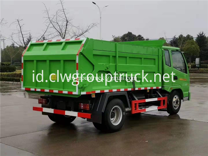 Compression Docking Refuse Collector 5