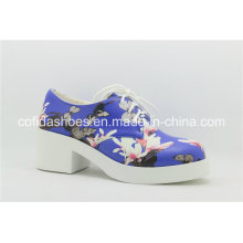 Chaussures décontractées populaires à la dentelle avec fleur de charme
