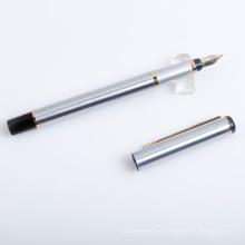 Pluma estilográfica de metal plateado con punta