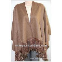 mode, cape en cachemire de ladie, avec bordure en fourrure de renard