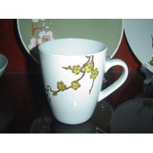 Copa de cerámica con patrón en relieve