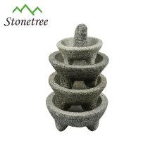 Granitmörser und Pistill mit natürlichem Material