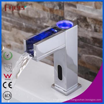 Robinet de capteur automatique Waterfall Waterfall avec LED