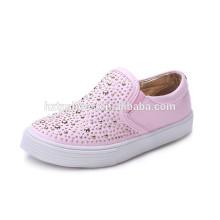2016 Nouveaux enfants de printemps glisser sur des chaussures de toile chaussures de skate enfants chaussures d'injection pinky filles avec rivets studs prix d'usine en gros