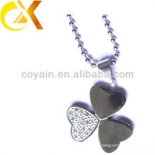 stainless steel jewelry necklace flower-shaped as a gift for women