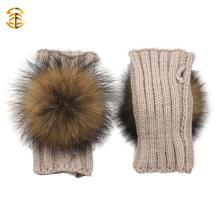 Neue Mode Winter Vollfinger Mädchen gestrickt Handschuhe Günstige Pelz Pom Pom Knit Handschuhe