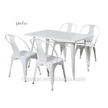 Table et chaise pliantes en plastique avec cadre en fer