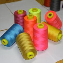 40/2 Gefärbtes Garn 100% gesponnenes Polyestergarn
