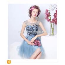 Vestidos de dama de honra de organza azul bonito com comprimento do joelho Vestido de festa curto feito sob medida Plus Size