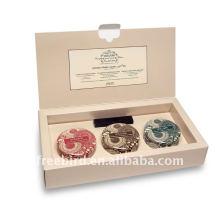 Boîte en fer blanc parfumée de bougie de soja dans l'empaquetage haut de boîte en carton