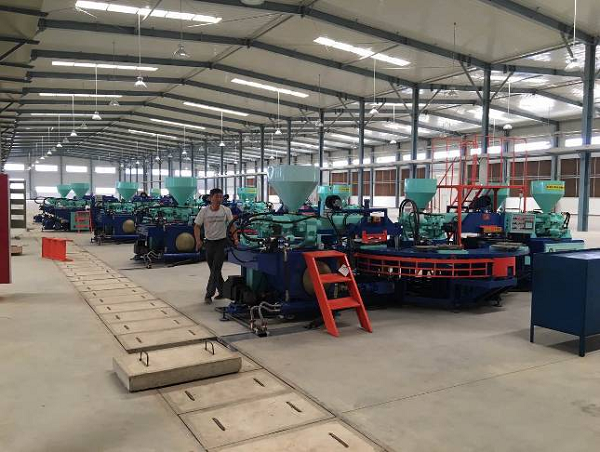 Three Color PVC Upper Injection Moulding Machine (2)