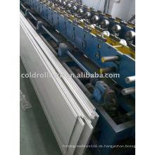 Schäumendes Garagentor-Panel, das Maschine bildet