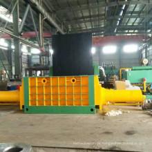 Industrielle Stahlballenpresse aus Altmetall