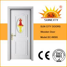 Puerta de madera de color blanco con inserto de vidrio