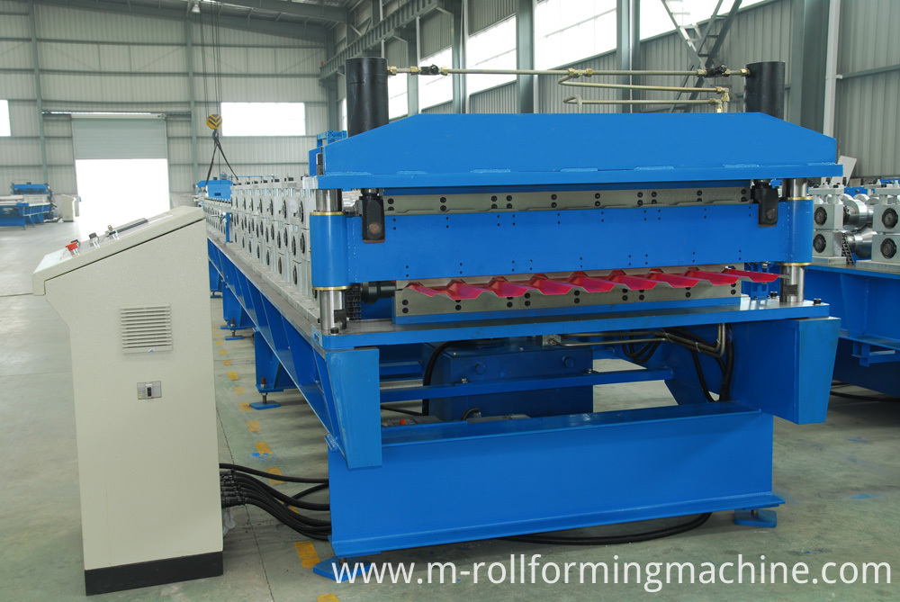 Automatic double layer roof production line