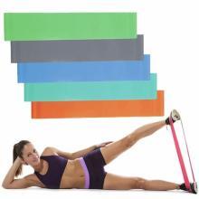 Exercício de Yoga Use Fitness Elastic Band in Roll