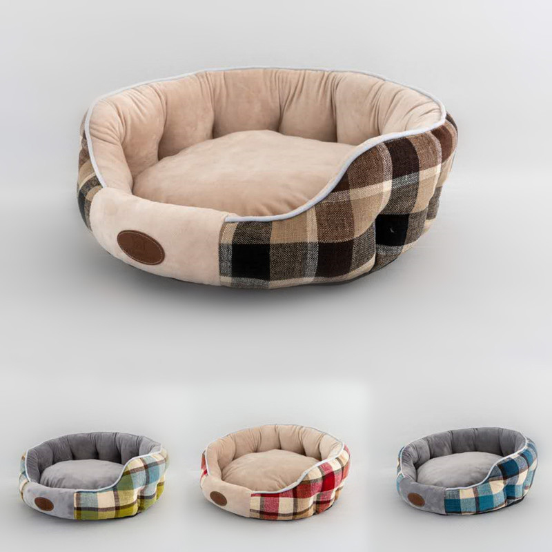 Exterior plaid multi-color cat kennel pad demonstration