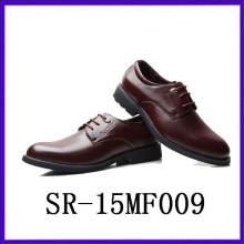 Los zapatos formales del negocio de los zapatos de los hombres frescos atan para arriba los zapatos