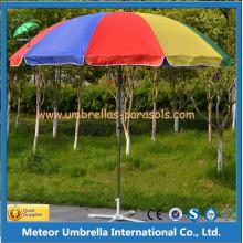Parapluie extérieur au jardin de la colonne moyenne