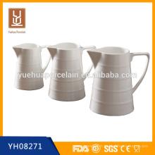 Pichet en porcelaine blanche à grande taille