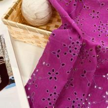 Bordado de ojal de algodón sobre tela de lino y algodón