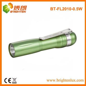 Fábrica de venta baratos de luz amarilla de promoción de aluminio de metal 1aa batería operado 0.5w llevó plumas pequeñas linterna baratos con Clip