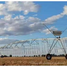 Irrigação da fazenda pivô central com tração nas rodas