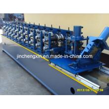 Kalter Stahlbolzen, der Maschine bildet