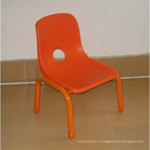 Chaises en plastique rouge, chaise arrière pour enfants