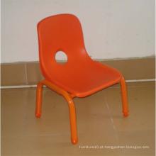 Cadeiras vermelhas de plástico, cadeira traseira para crianças