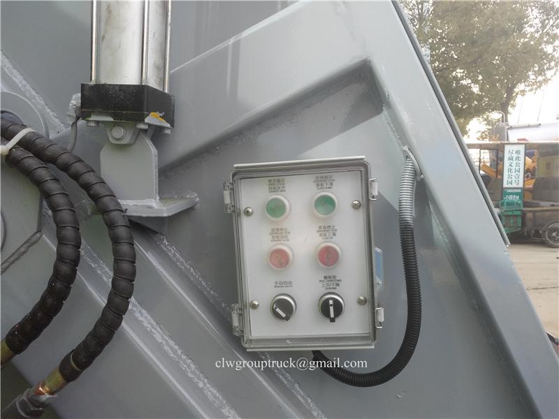 Compressing Truck 8