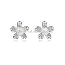 Boucles d'oreilles imitation perle boucles d'oreille en diamants en forme de fleur en Corée