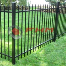 Hitam PVC Coated Metal Commercial Picket Fence