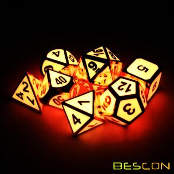 Bescon Super Glow in the Dark Metal Ensemble de dés Polyhedral Golden et Rose, Luminous Metallic RPG Role Playing Game Dice 7pcs Set