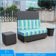 Banc de sofa en rotin de siège d'amour extérieur avec la table d'appoint