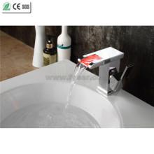 Robinet de lavabo à cascade en laiton à une seule main de haute qualité (QT14510F)