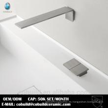 grifo del fregadero del baño del montaje de pared níquel cepillado
