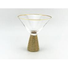 Copa de cóctel con efecto diamante y borde dorado