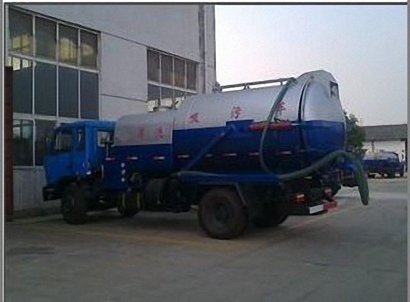 Fecal Suction Truck 3
