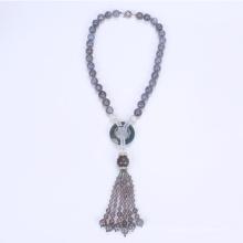 Collier ethnique de perles assez trapu à pampille