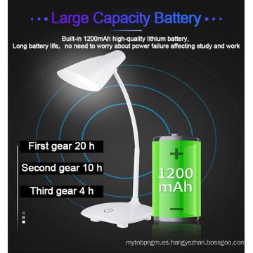Lámpara de mesa en cargador inalámbrico